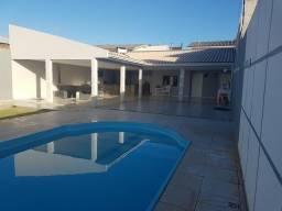 Alugo espaço com piscina