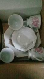 Xícaras e pratos