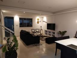 Casa de condomínio, possui 124 m2 com 3 quartos sendo 2 suítes e 1 semi-suíte