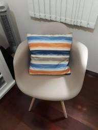 Vende se mesa cadeira e almofada.