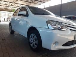 Toyota Etios HB X 1.3 completo 2014