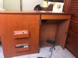 Máquina de Costura com gabinete