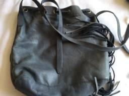 Bolsa de couro macio cinza