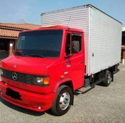 Caminhão Baú 710 2011