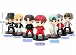 Título do anúncio: Bonecos colecionáveis do grupo BTS