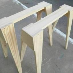 Cavalete de madeira  de pinos selecionada.