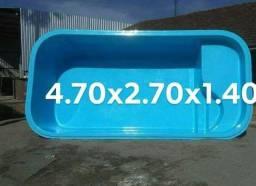 Picina em fibra 4.70x2.70x1.40 medidas externas