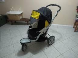 Carrinho de bebê três rodas tratorado marca Chicco
