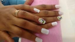 Precisa-se de manicure