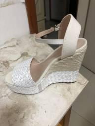 Vendo sandália plataforma da shutz nova branca e cru linda tamanho 35 465e5f84ee