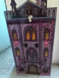 Castelo de madeira Monster High