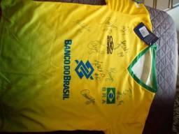 Blusa oficial assinada por time campeão olímpico de vôlei feminino