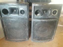 Vendo 2 caixas de som e 1 par de microfones sem fio
