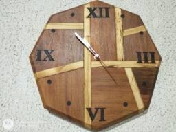 Relógio de Parede Artesanal em Madeira de Demolição