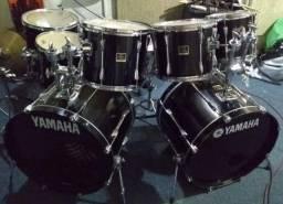 Título do anúncio: Bateria yamaha stage custom 2 bumbos c/ rack pearl.