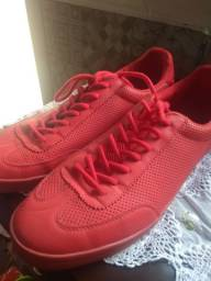 tênis vermelho da Zara