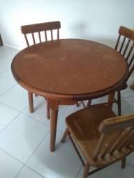 Mesa e 04 cadeiras