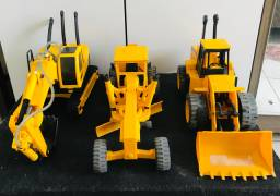 3 Máquinas de brinquedo (Escavadeira, Pá carregadeira, Patrol )