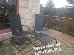 Cadeira balanço e namoradeiras área externa varanda piscina alto padrão fibras de vime