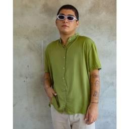 Título do anúncio: Camisa de botão verde abacate gola padre tamanho G