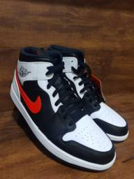 Tênis Air Jordan 1 Mid Chile Red Black White