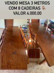 Mesa madeira maciça com 8 cadeiras ?