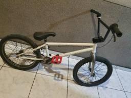 Bike de BMX street Freeagent KHS