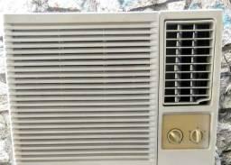 Aparelho de Ar condicionado Semi novo e Bem Conservado