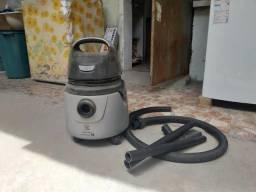 Aspirador de pó e Panela de pressão elétrica.
