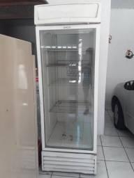 Geladeira expositora/ Refrigerador