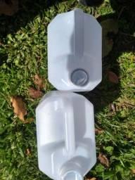 Galões de 5 e 6 litros