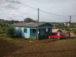 Casa de esquina próxima ao centro de Marmeleiro