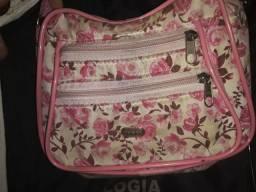 Bolsa rosa com flores
