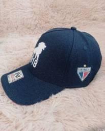 Título do anúncio: Bonés Fortaleza Esporte Clube. 1918. Apenas R$ 38,00