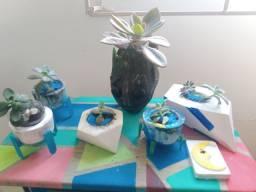 Vasinhos de suculenta coloridos
