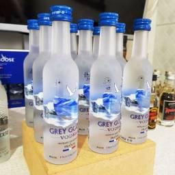 Título do anúncio: Miniatura Vodka Grey Goose Francesa - 50ml - Original, Lacrada e Licenciada
