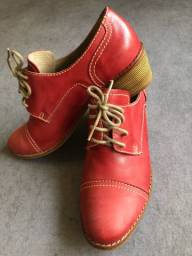 Título do anúncio: Sapato em couro cor coral Tam 37