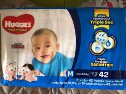 Título do anúncio: Fralda Huggies azul 42 unidades