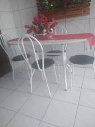 Título do anúncio: Mesa de mármore 4 cadeiras