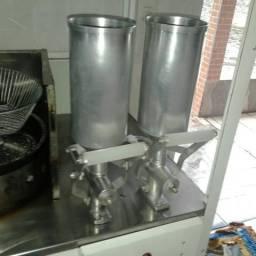 Vendo carinho de churros com duas doceira mais uma estufa. zap 46999065968