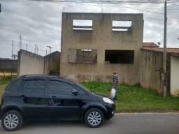 Tereno com casa em construção no Condomínio Caucaia 1