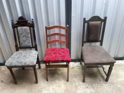 Cadeiras maciças.
