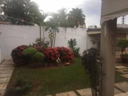 Casa sobrado com 4 quartos - Bairro Setor Marista em Goiânia