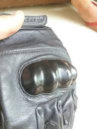 Vendo par de luva em couro com proteção da protector