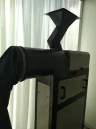 Máquina de quebrar e beneficiar castanhas do pará