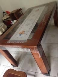 Mesa em madeira mogno tampo de vidro