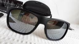 c682d120fe2d3 Óculos Oakley Crossrange XL Preto Cinza Polarizado - Importado e Novo
