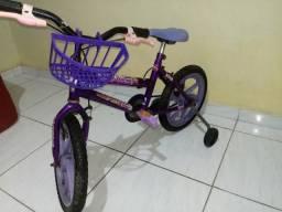 Bicicleta aro 16 R$130 (3 à 6 anos)