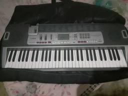 Cama de solteiro e teclado Cassio