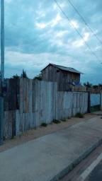 Vendo ou troco por outra casa terreno com casa de madeira próximo de tudo caiçara